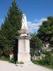 Statue devant l'église
