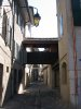 La rue Froide, datant de 1491, avec ses petits passages surelevés entre les maisons