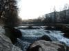 L'arve, rive droite, entre le pont de Carouge et le pont des Acacias. Le pont de Carouge marquait la frontière entre Genève et le Royaume de Savoie-Sardaigne auquelle appartenait Carouge.