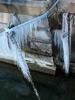 Chaînes glacées près du ponton