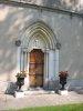 Entrée de la chapelle, à côté du château