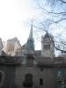 Immeubles du haut de la Rue de la Fontaine/bas de la place du Bourg-de-Four avec la Cathédrale au fond. Ce sont d'anciennes granges et écuries de l'hôpital général.