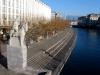 Le quai Turrettini, à chaque bout une statue équestre symbolique : l'Aigle de Genève et la Colombe de la Paix