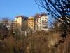 Les façades des immeubles de la rue de Saint Jean, au bord des falaises du Rhône