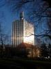 La tour de la Télévision Suisse Romande, sur le Quai Ernest Ansermet, au bord de l'Arve